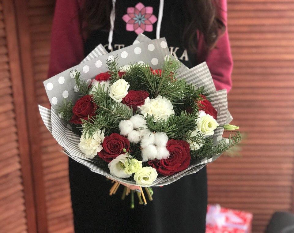 Зимний букет, букет с розами, цветы с доставкой