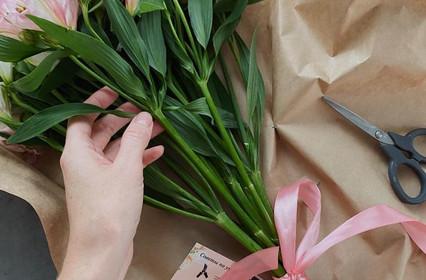 Цветочная подписка или абонемент на свежие цветы.