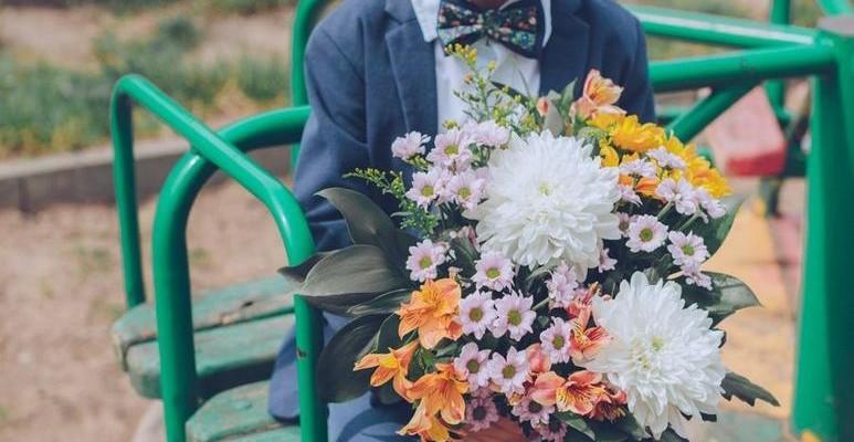 Почему букет цветов лучший подарок учителю на 1 сентября?