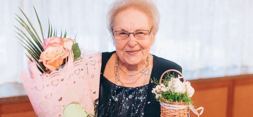 Цветы для бабушки - какие выбрать?