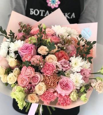 Букет с эустомой розой и эвкалиптом