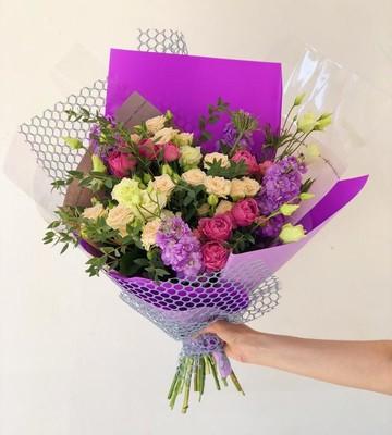 Букет Амелия с кустовой розой