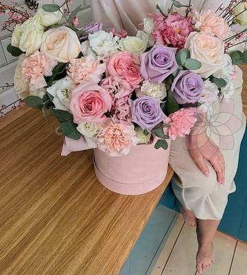 Большой букет цветов в коробке