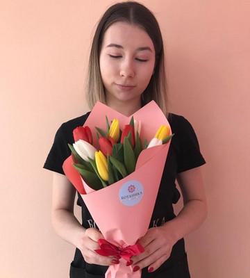 Букеты по 9 тюльпанов для коллег