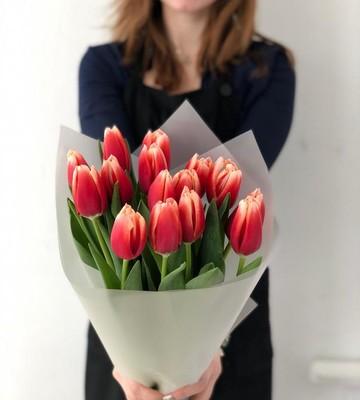 Букетик из 15 огненных тюльпанов
