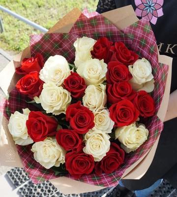 Букет из 25 роз с крупным бутоном