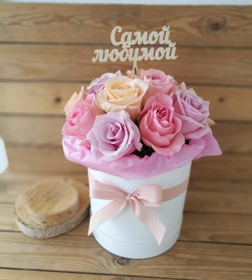 Цветы в шляпной коробке Букет столицы