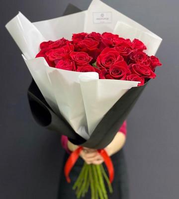 Букет из 25 высоких красных роз