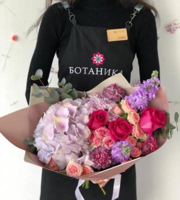 Цветочный ансамбль Гортензия и розами