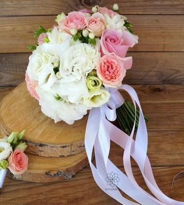 Букет невесты Джульетта с кустовыми розами и эустомами