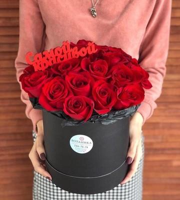 Букет в шляпной коробке с розами
