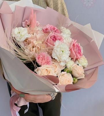Нежный букет для мамы с розами