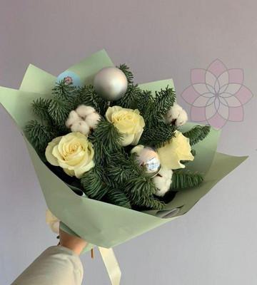 Букет с нобилисом и розами