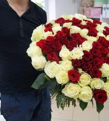 Букет на свадьбу из 51 розы микс с крупным бутоном