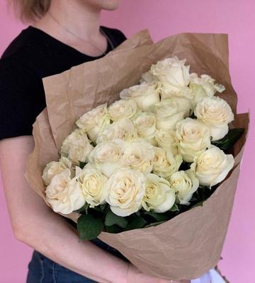 Букет из 25 белых роз Мондиал