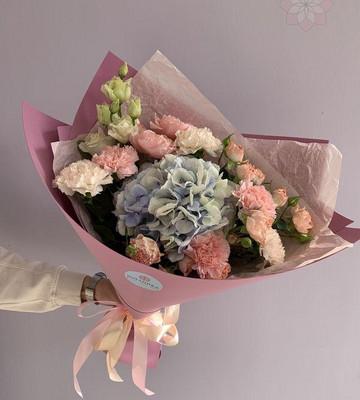 Букет цветов с нежной гортензией