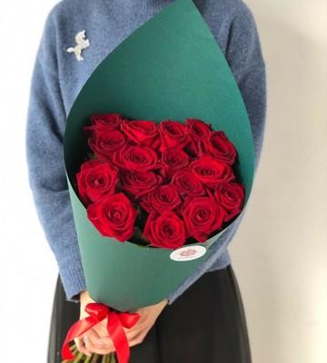 17 роз 70 см с крупным бутоном