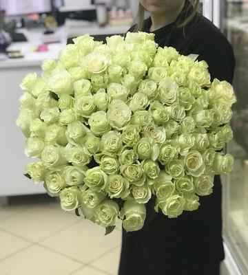 Охапка белоснежных роз