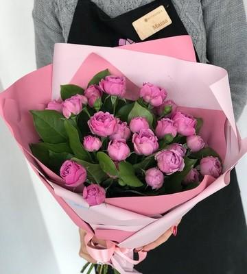 Букет для мамы из кустовых роз