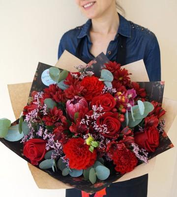 Букет Яркий день с розами и альстрамерией