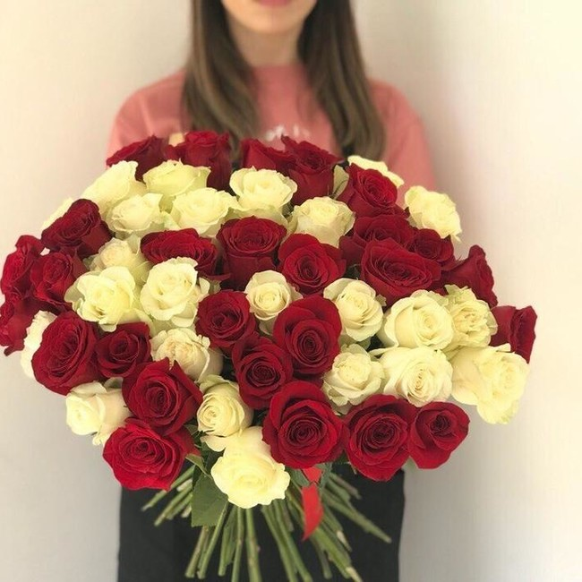 Букет из 51 розы с крупным бутоном - вид 1