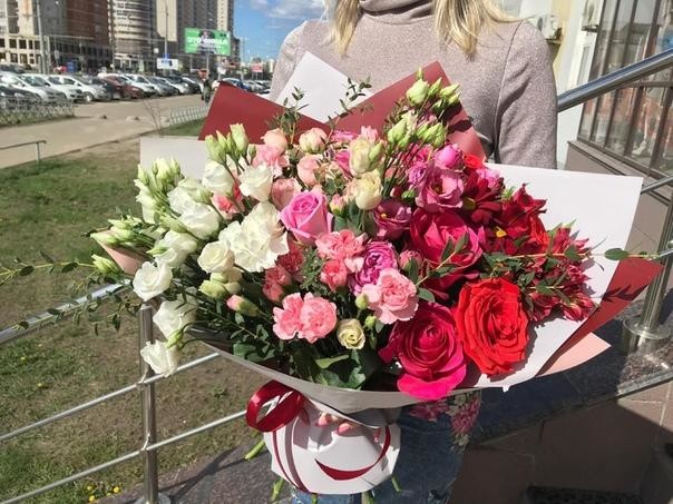 Букет Амбре с розами и эустомами - вид 1