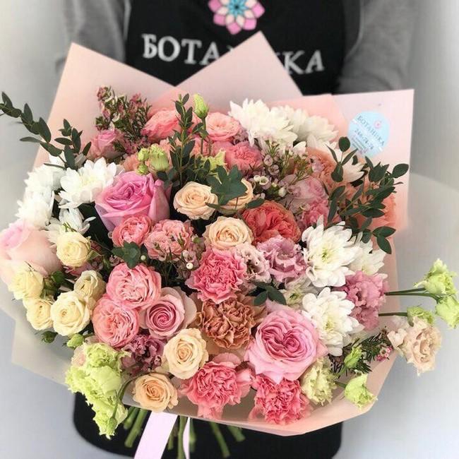 Букет с эустомой розой и эвкалиптом - вид 1