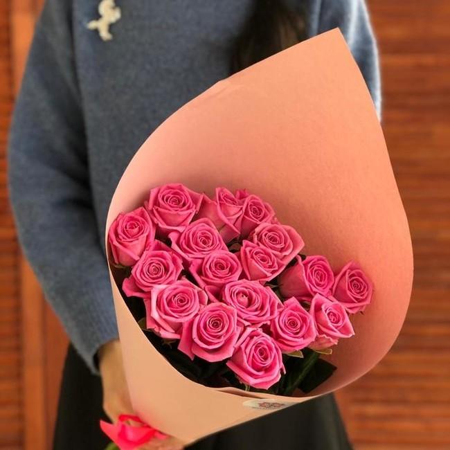17 розовых роз 70 см - вид 1