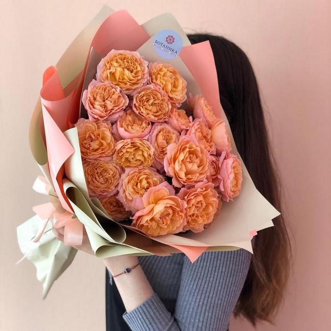 Шикарный букет из пышных роз
