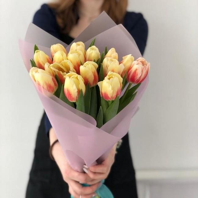 Букет из 15 Солнечных тюльпанов - вид 1