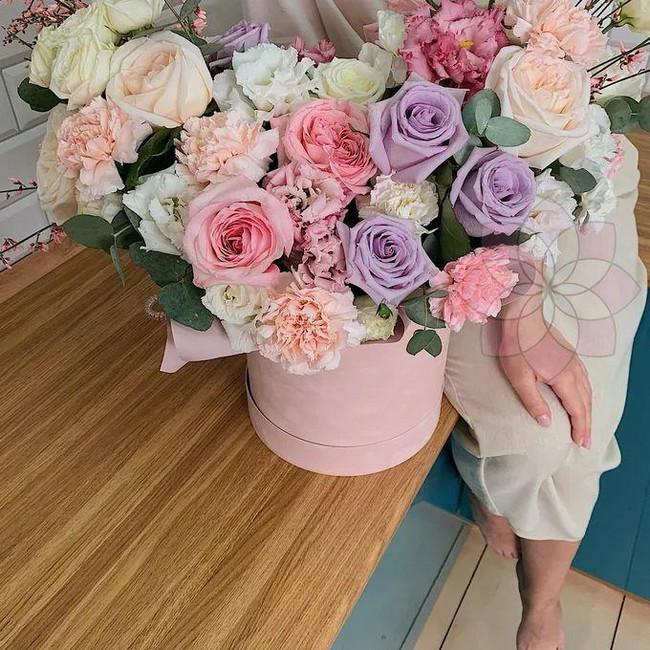 Большой букет цветов в коробке - вид 1