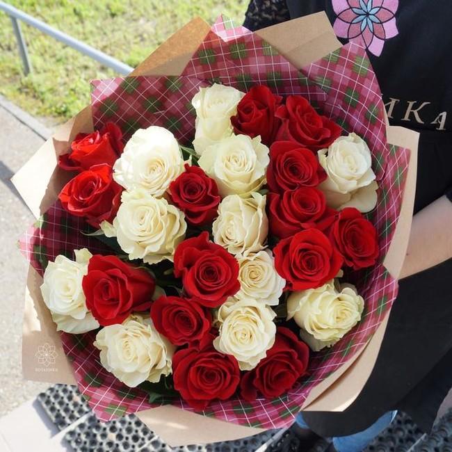 Букет из 25 роз с крупным бутоном - вид 1