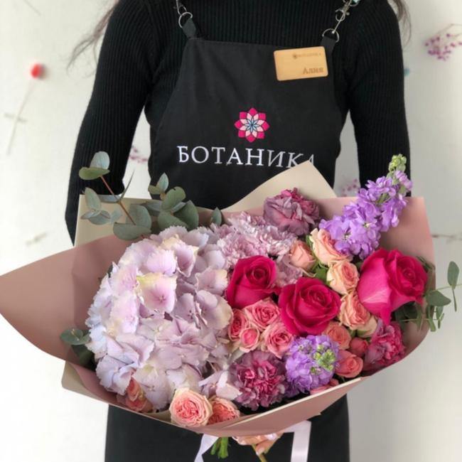 Цветочный ансамбль Гортензия и розами - вид 1