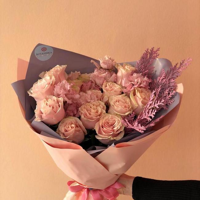 Букет из пышных персиковых роз