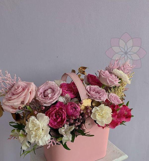 Композиция из роз в коробке - вид 1