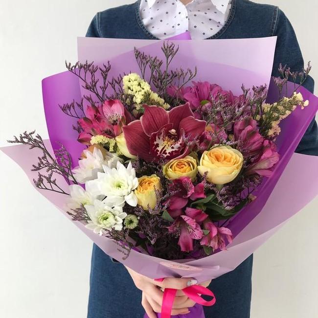 Букет с орхидеей и лимониумом - вид 1