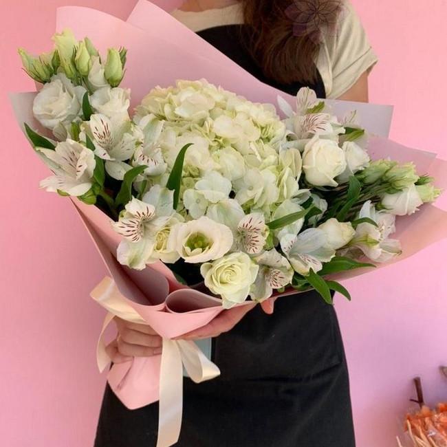 Букет из белых цветов - вид 1