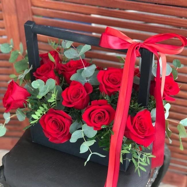 Цветочный ящик с красными розами - вид 1