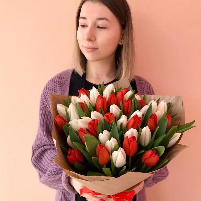 Букет из 55 тюльпанов - вид 1