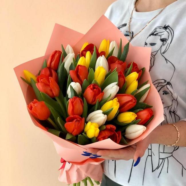 Букет из 35 разноцветных тюльпанов - вид 1