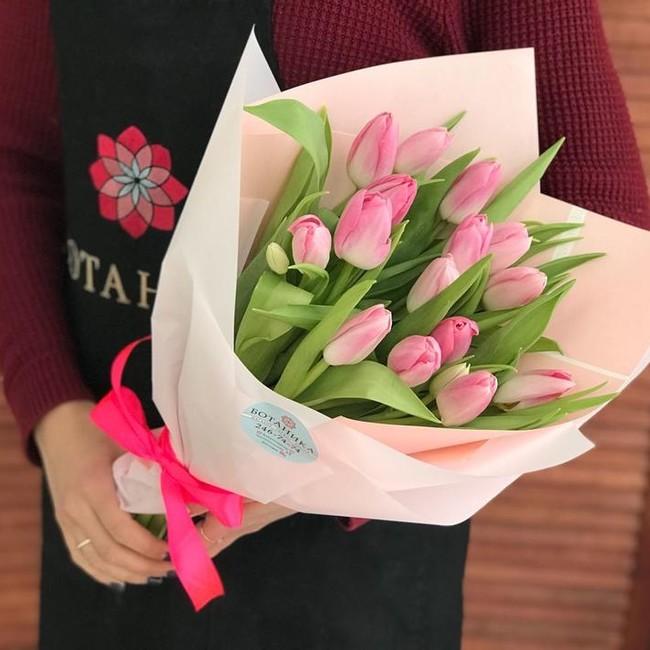 Розовые тюльпаны - вид 1