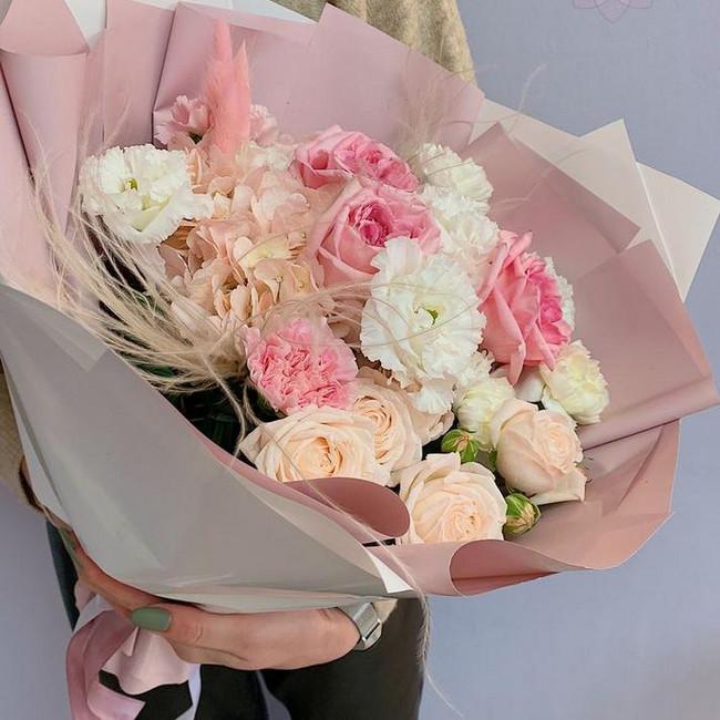 Нежный букет для мамы с розами - вид 1