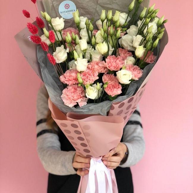 Купить Букет из диантусов, эустомы и сухоцветов - вид 1