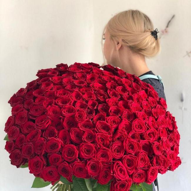 Шикарный букет из 151 розы - вид 1