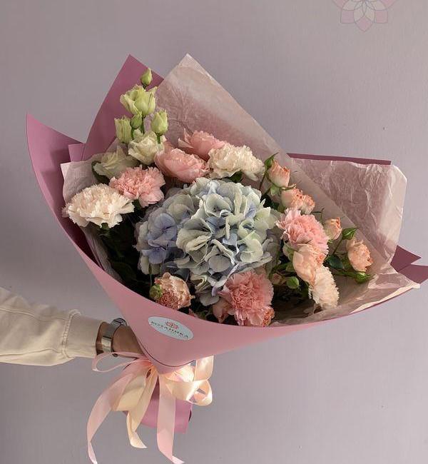 Букет цветов с нежной гортензией - вид 1