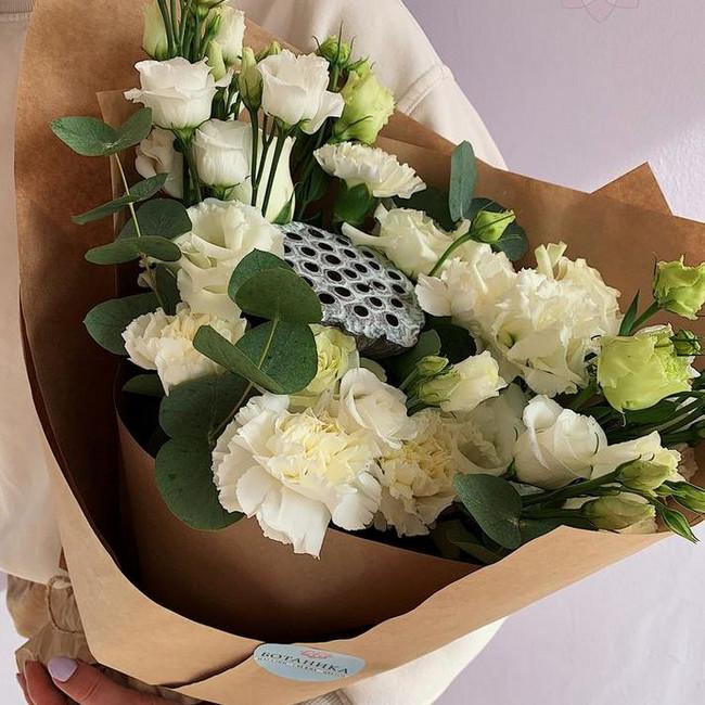 Букет с белыми цветами и лотусом - вид 1