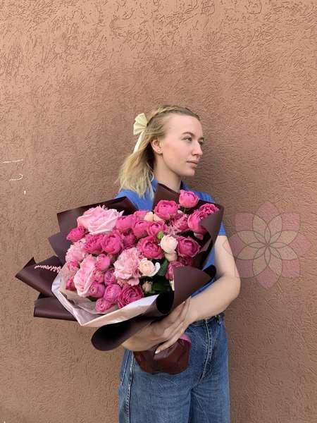 Букет Амбре с розами и эустомами