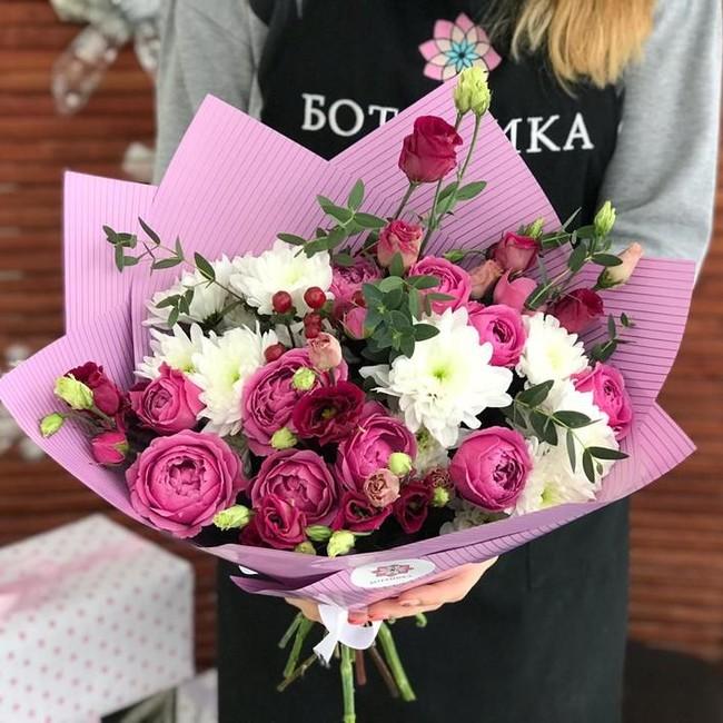 Букет с хризантемами и розами - вид 1